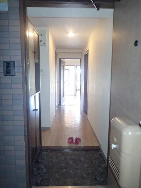 ファミール西浜田南館 1階 玄関