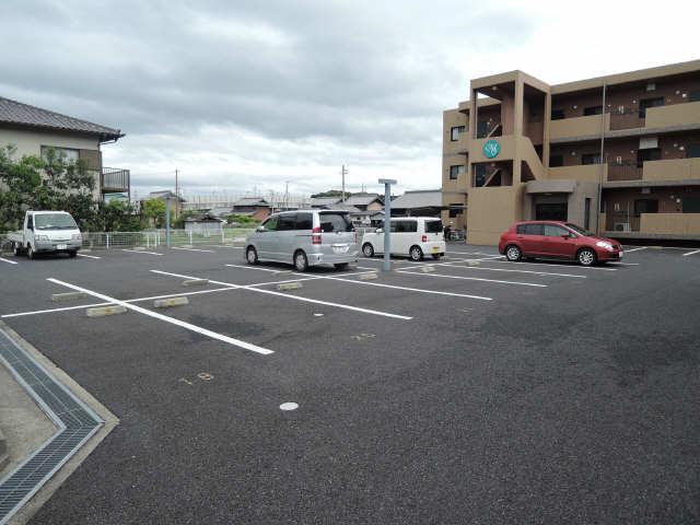 スターシンフォニー 1階 駐車場