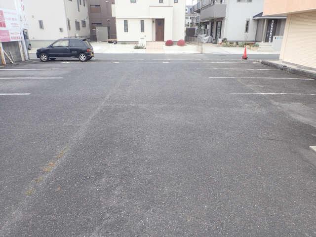 バスティード西浜田 2階 駐車場