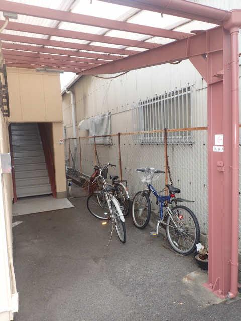 バスティード西浜田 2階 駐輪場