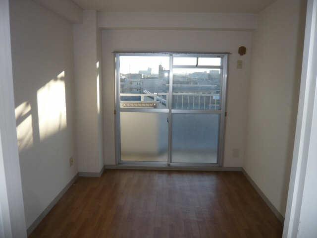 ロイヤルマンションHAMADA 2階 リビング