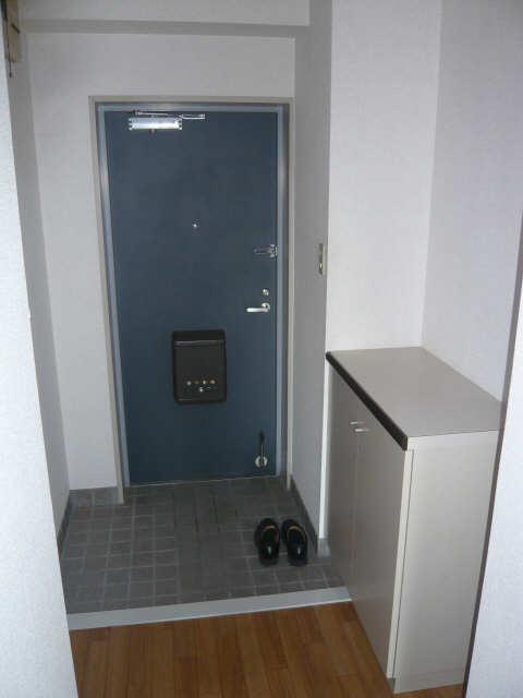 ロイヤルマンションHAMADA 2階 玄関