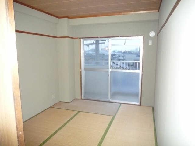 ロイヤルマンションHAMADA 3階 室内
