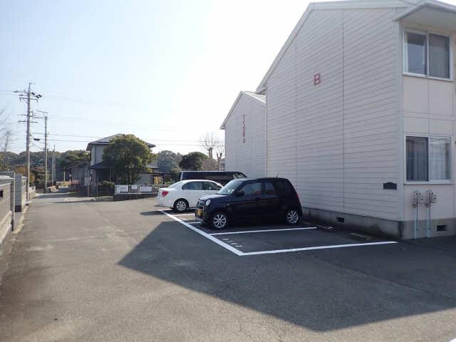 さくら荘 A 1階 駐車場