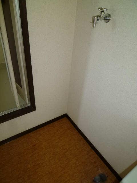 サンライフ・S 2階 洗濯機置場