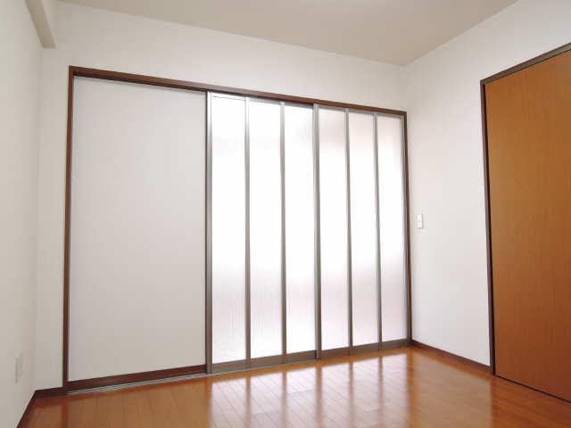 パッヘルカノン雁宿 1階 室内