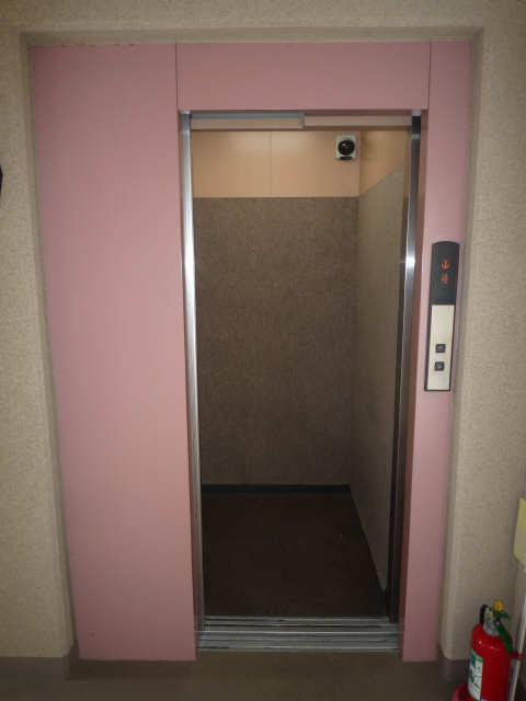 ファイーブ土穴 4階 エレベーター
