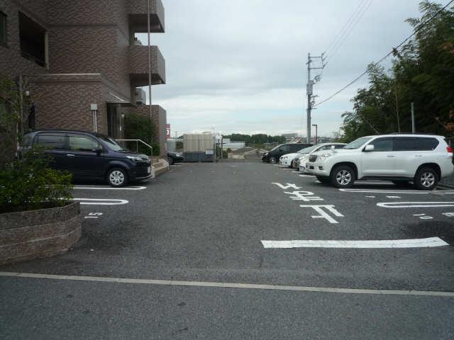 ファイーブ土穴 4階 駐車場
