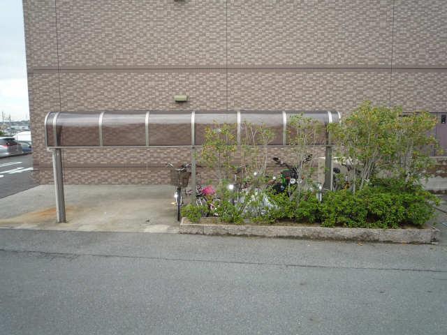 ファイーブ土穴 4階 駐輪場