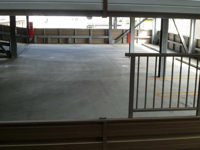ブラエルメゾン青山1号棟 1階 立体駐車場