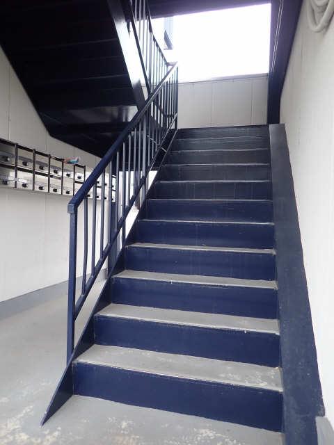 神山ハイツ 2階 階段