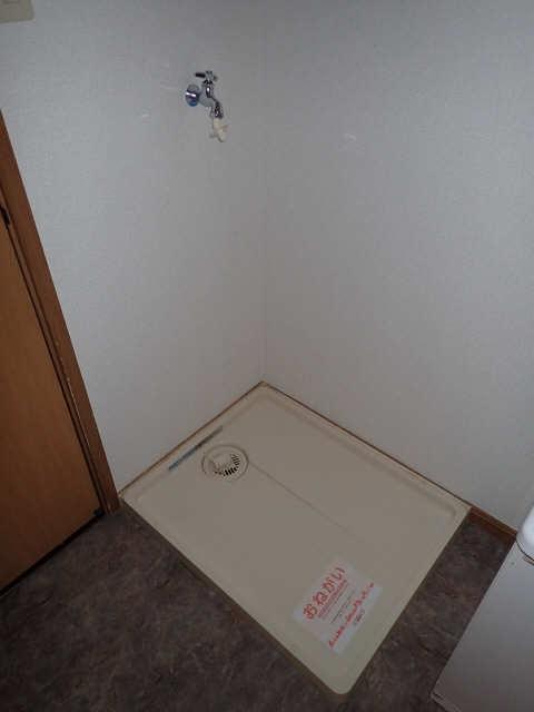 カーサアイリス D棟 2階 洗濯機置場
