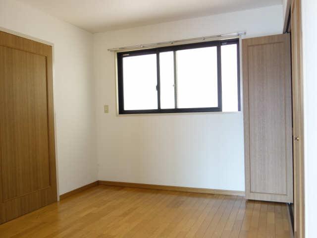 エレンシアール 1階 室内
