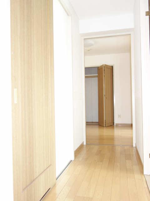 エレンシアール 1階 廊下
