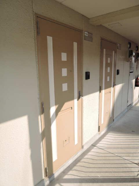 シャトー岐大 A棟 3階 玄関