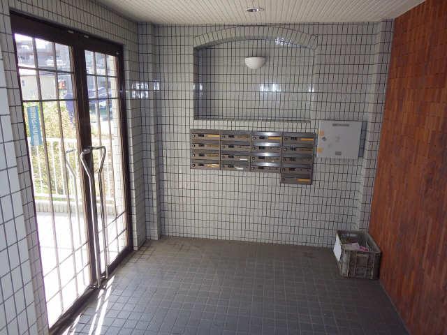 ネオ岩崎台 3階 エントランス