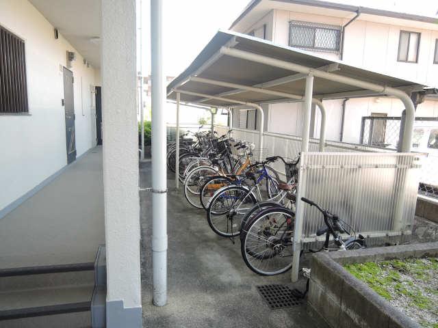 ネオ岩崎台 3階 駐輪場