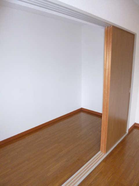 ネオ岩崎台 3階 納戸