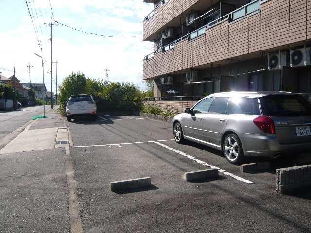 グリーンパークシェル 1階 駐車場