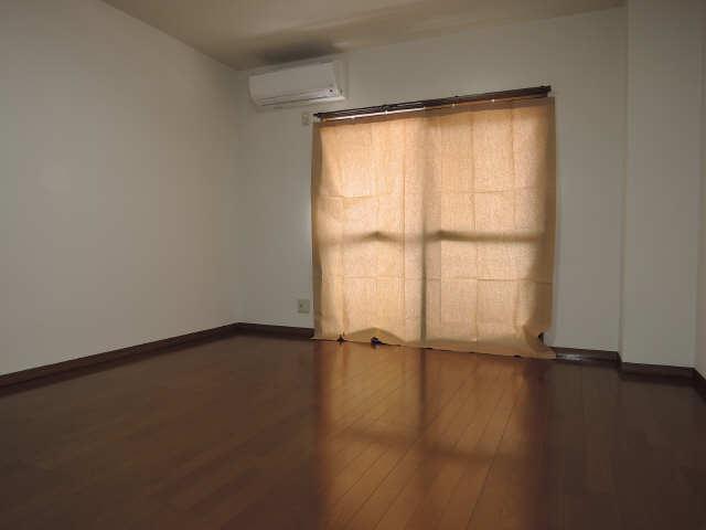グリーンパークシェル 1階 室内