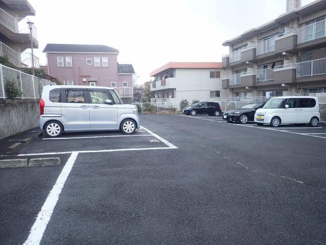 グリーンヒルズ猪子石 A棟 駐車場