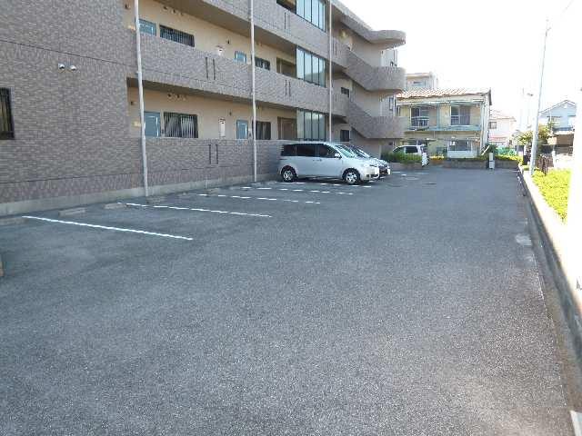 花水木 3階 駐車場