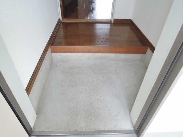 グリーンパーク西条台 1階 玄関