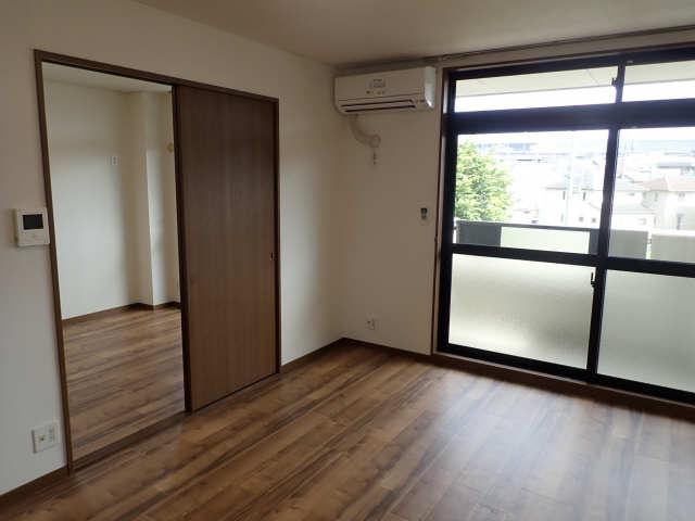 パークサイドサンアーバンA棟 3階 室内