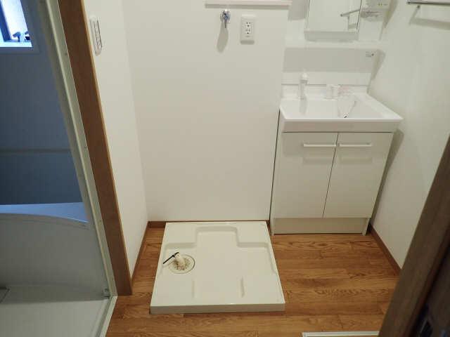 DearCourt H・YⅡ 1階 洗濯機置場