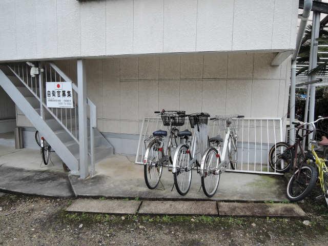 広栄荘7棟 2階 駐輪場