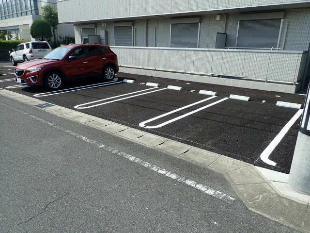 グランド・メゾン日高 駐車場