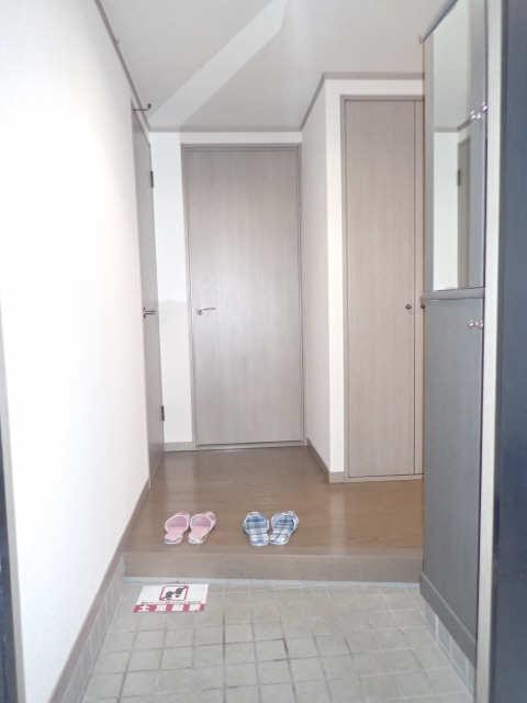プレシアス赤城Ⅱ 2階 玄関