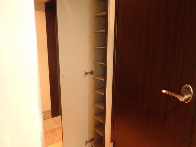 CREA花の木 2階 シューズBOX