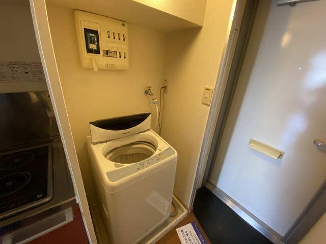 レオパレス西陵 1階 洗濯機置場