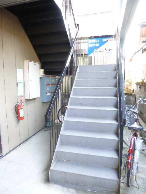 メゾンドM&R 1階 階段