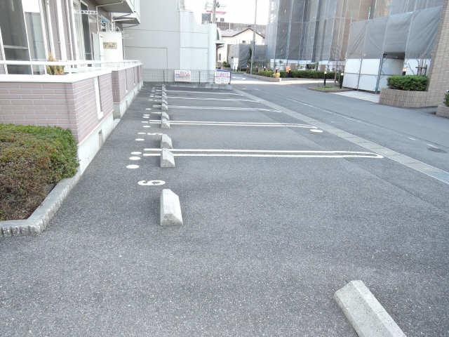 グランドエイト・K 2階 駐車場