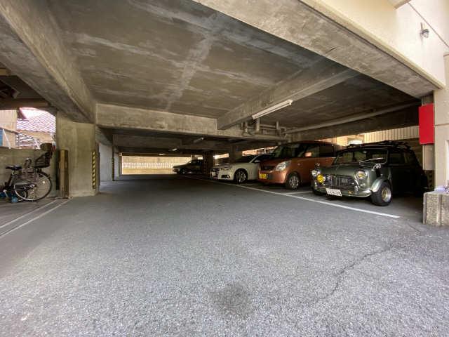 リアナ三塚一番館 4階 駐車場