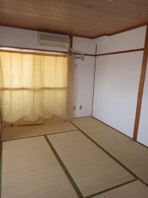 リアナ三塚一番館 4階 室内