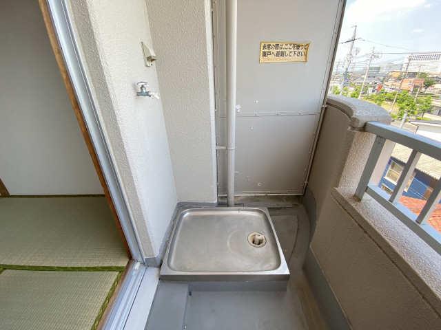 リアナ三塚一番館 4階 洗濯機置場