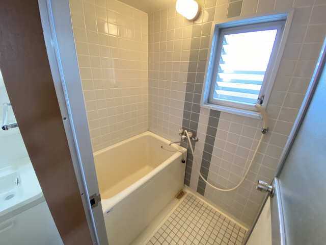 リアナ三塚一番館 4階 浴室