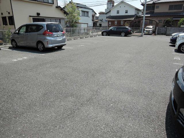 セジュール下野川 駐車場