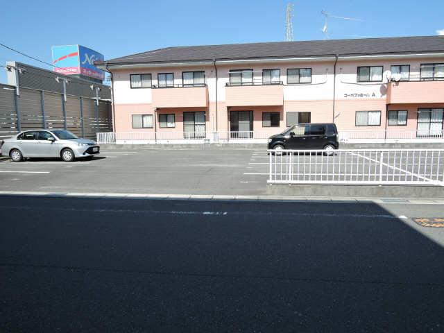 コーポファミールA棟 駐車場