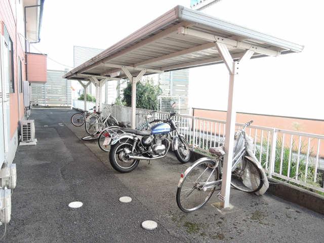 コーポファミールA棟 駐輪場