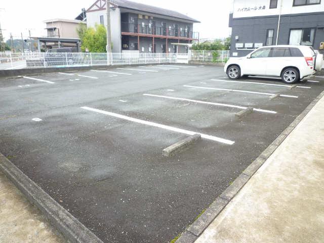 ハイカムール大森 駐車場