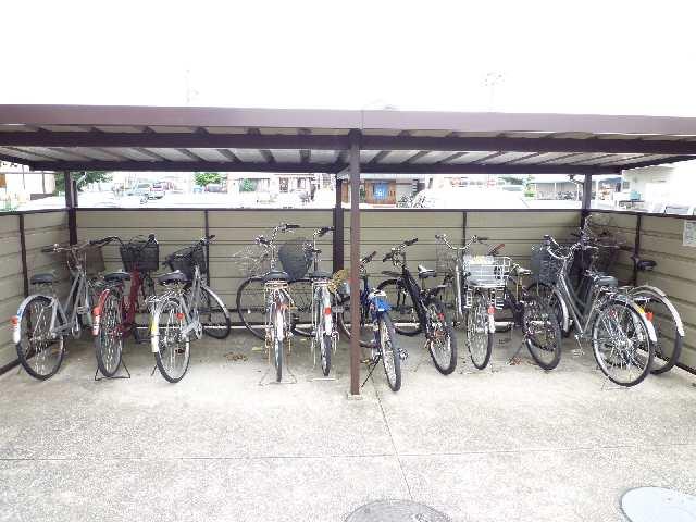 タウンハウス野路 駐輪場