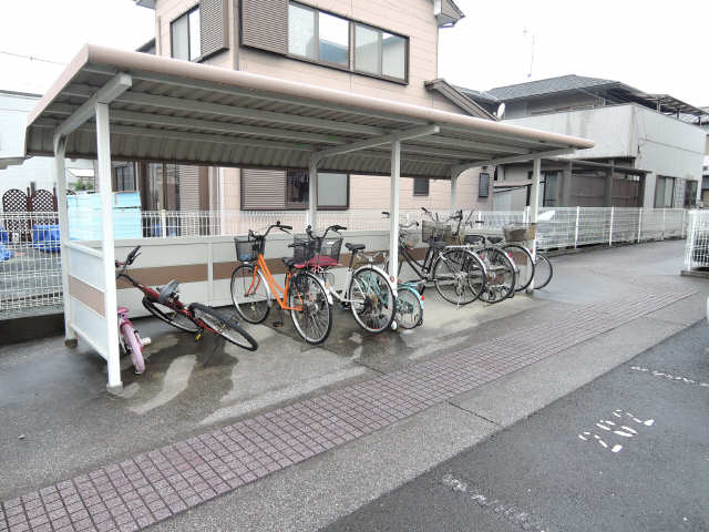 エステート代田 駐輪場