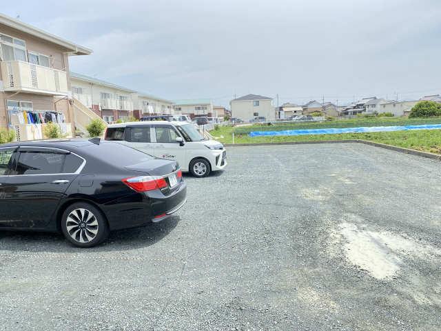 ディルーエ 駐車場