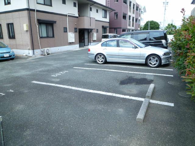 ファミールメゾンA棟 駐車場