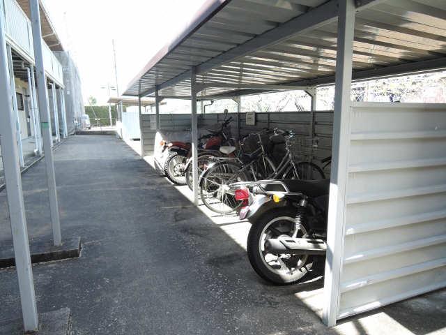 ハラマキハイツC棟 駐輪場