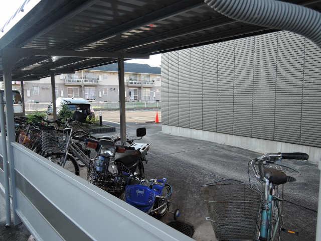 グローリアス・ヒル 駐輪場